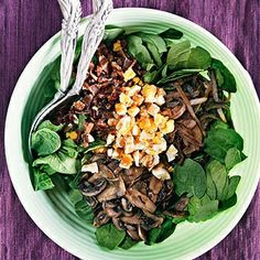 The Pioneer Woman's Perfect Spinach Salad with Warm Bacon Dressing