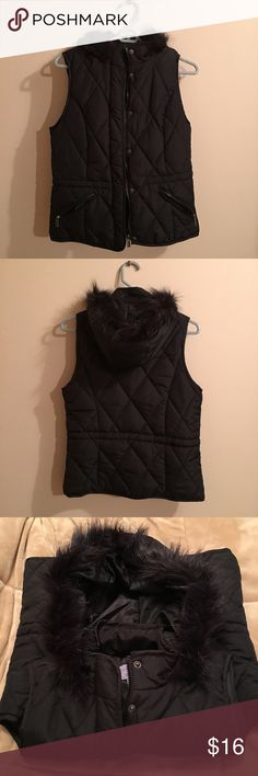 Laura Scott quilted puffer vest w Faux fur hood Stylish like new Laura Scott black quilted puffer vest with Faux fur hood size Medium Laura Scott Jackets & Coats Vests