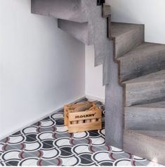 Jolis carreaux de ciment déco - Cement tiles // Hellø Blogzine blog deco & lifestyle www.hello-hello.fr Mosaic Del Sur, Tiles, Stairs, Blog Deco, Home Decor, Lifestyle, Design, Decorative Tile