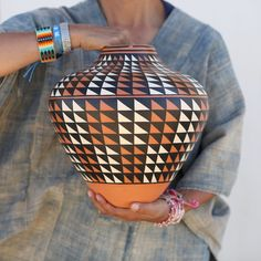 Aunt Ruby's⚡️ These amazing works of art are Navajo pottery made from clay harvested from the Bisti Wilderness in New Mexico. Paintings are… Navajo Pottery, Pottery Making, Aunt, Cool Words, Wilderness, Harvest, Mexico, Clay, Paintings
