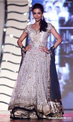 Malaika Arora Khan in Manish Malhotra Fashion Show for 'Save & Empower Girl Child' kameez kameez suits Pakistani Wedding Outfits, Pakistani Dresses, Indian Dresses, Indian Outfits, Indian Clothes, Bollywood Dress, Bollywood Fashion, Fashion Week, Fashion Show