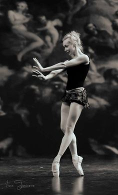 Beautiful Iana Salenko Prima Ballerina with Staatsballett Berlin, Royal Ballet Photo by Irina Tuminene Isadora Duncan, Modern Dance, Dance Photos, Dance Pictures, Tango, Dance Like No One Is Watching, Russian Ballet, Dance Movement, Ballet Photography