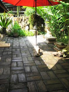 These highly versatile, molded concrete pavers are the sustainable, do-it-yourself alternative to typical brick-style pavers for patios and walkways. Their well Patio Pergola, Pergola Plans, Backyard Patio, Backyard Landscaping, Pergola Kits, Pavers Patio, Pergola Ideas, Patio Ideas, Backyard Ideas