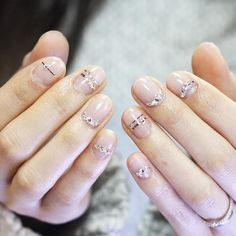 Maybe you have discovered your nails lack of some trendy nail art? Yes, recently, many girls personalize their nails with lovely … Minimalist Nails, Cute Nails, Pretty Nails, Nagellack Trends, Manicure E Pedicure, Nagel Gel, Beautiful Nail Art, Nail Polish Colors, Wedding Nails