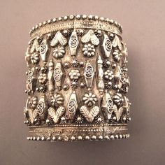 Old silver bracelet decorated with floral motif from Iran. Ethnic Jewelry, Jewelry Art, Antique Bracelets, Antique Jewelry, Silver Jewelry, Silver Earrings, Vintage Jewelry, Mens Silver Rings, Silver Cuff