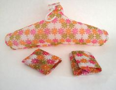 Inflatable Hangers Mod Daisies Set of 3 by PoolhausVintage Best Travel Accessories, Fun Travel, Daisy Pattern, Daisies, Retro Style, Hangers, Retro Fashion, 1960s, Sunglasses Case