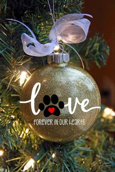 A white Christmas in a snow coat is a big boost to holiday magic! The choice of white for Christmas decorations also allows a result of the most chic, without fault of taste possible! Discover our… Continue Reading → Cat Christmas Ornaments, Memorial Ornaments, Dog Ornaments, Personalized Christmas Ornaments, Christmas Cats, Diy Christmas Gifts, Christmas Bulbs, Christmas Decorations, Ornaments Ideas