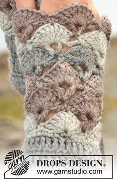 """Winter fanfare wrist warmers / DROPS - free crochet patterns by DROPS design DROPS crocheted wrist warmers in """"Karisma"""". Can also be worked in """"Merino"""". ~ DROPS design Record of Knitting Wool spinn. Crochet Diy, Crochet Stitch, Crochet Crafts, Crochet Projects, Crochet Granny, Fingerless Gloves Crochet Pattern, Mittens Pattern, Fingerless Mittens, Drops Design"""