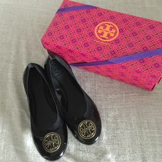 Tory Burch Caroline Flats Authentic Tory Burch black Caroline flats! Gold Tory Burch emblem - In superb condition - only worn once - elastic for extra stretch - size 8 Tory Burch Shoes Flats & Loafers