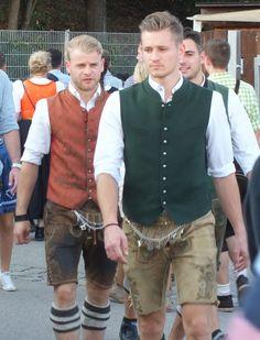 Traditional Fashion, Traditional Dresses, Scarf Knots, Tie Knots, Komplette Outfits, Hot Guys, German Oktoberfest, Menswear, Kilts