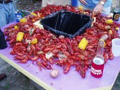 whoa!! It's like the mac daddy of all crawfish tables!! And now I want crawfish & tators!