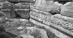 Basilica dei Santi Apostoli, Anazarbe (un'antica città della Cilicia, oggi Turchia), la fine del V – inizio del VI secolo. Firewood, Texture, Crafts, Surface Finish, Woodburning, Manualidades, Handmade Crafts, Diy Crafts, Craft