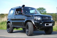 Suzuki Jimny Wide - Mate black The perfect ATV for scouting or escape - if max 3 people Suzuki Jimny Off Road, Suzuki Vitara 4x4, Jimny Suzuki, Jimny 4x4, Best Off Road Vehicles, Best 4x4, Off Road Adventure, Four Wheel Drive, Motor Car