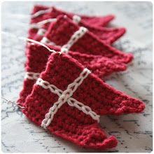 step by step how to crochet blag for bunting