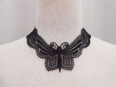 Collier papillon en dentelle noire