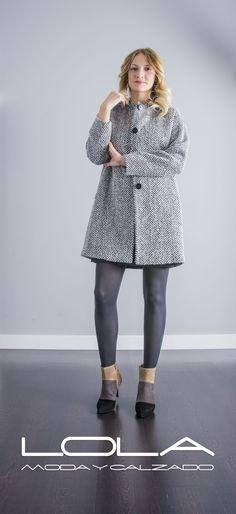 Porque hay abrigos de muchas clases... ten un abrigo con clase.  Pincha este enlace para comprar tu abrigo TWIN SET en nuestra tienda on line:  http://lolamodaycalzado.es/otono-invierno-2016/855-abrigo-espiguilla-twin-set.html
