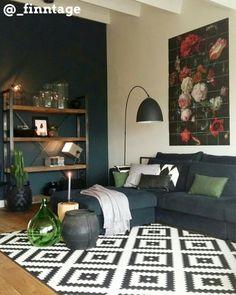We zijn er weer, een nieuwe top 10 ! De nieuwste top 10 mooiste woonkamers staat vanaf nu online! #wonen #woonkamer #grijs #groen #zwart #lamp #muur #kast #bank #vloerkleed #woonaccessoires
