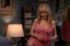 'The Big bang Theory' actress Melissa Rauch is pregnant, opens up about her Miscarriage Melissa Rauch, Big Bang Theory Actress, Queen Rania, Sexy, Blonde Beauty, Sensual, Bigbang, Vogue, Celebs