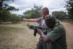 AFRIQUE DU SUD: LA LUTTE ANTI-BRACONNAGE DES RANGERS S'APPREND À LA MITRAILLETTE