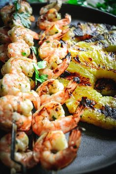 This honey lime grilled shrimp and pineapple recipe is one of those dishes you can whip up on any busy weeknights and have plenty of time to actually relax. You can make this on the grill or grill pan. #shrimp #paleo #seafood #weeknightdinner, #weeknightdinner #pineapple #quickmeals #glutenfreedinner #grilling #seafood #grilledshrimp Easy Summer Meals, Quick Meals, Summer Recipes, Seafood Recipes, Dinner Recipes, Hiking Food, Pineapple Recipes, Gluten Free Dinner, Picnic Foods