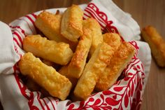 Puha sajtos rúd Recept képpel - Mindmegette.hu - Receptek Creme Brulee, Bread Recipes, Rum, Dairy, Food And Drink, Favorite Recipes, Cheese, Cookies, Baking
