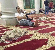 أسلحة المرابطين فى المسجد الأقصى .. شرف الأمة يدافع عنه ببضع أحجار وارواح تباع لله رخيصة