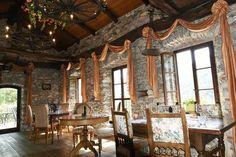 Les 10 meilleurs grotti d'Ascona-Locarno Table En Granit, Les Cascades, Beaux Villages, Valance Curtains, Channel, Home Decor, Pork Ribs, Food Hacks, Fire Pits