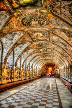 München in Renaissance Antiquarium of the Royal Residenz - Munich, Germany Places Around The World, Oh The Places You'll Go, Places To Travel, Places To Visit, Around The Worlds, Beautiful Architecture, Beautiful Buildings, Art And Architecture, Renaissance Architecture