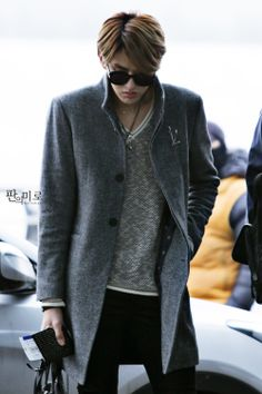 kris *___* Ohh God!! I LOVE tall men! They can look handsome and weird at the same time, and it just makes them even more attractive #Airport