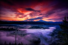 The most gorgeous view, Mt. Hood from Jonsrud Viewpoint. This was our view in Sandy. Scenic Photography, Image Photography, Landscape Photography, Nature Photography, Sunset Pictures, Nature Pictures, Cool Pictures, Oregon Mountains, Sunrise Images