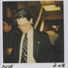 Kyle Maclachlan on the set of Twin Peaks. Glasses give me Evan vibes