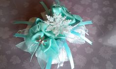Items similar to NEW Snowflake Anna, Elsa or Anna & Elsa Hair Bow Attached to your choice of an alligator clip, hair tie or an elastic headband on Etsy Elsa Hair, Princess Hair Bows, Princess Hairstyles, Elsa Anna, Unique Jewelry, Handmade Gifts, Etsy, Kid Craft Gifts, Craft Gifts