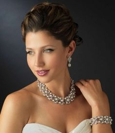 Light Ivory Pearl And Rhinestone Wedding Jewelry Set - stunning!