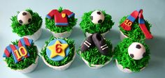 Birthday cupcakes for a little boy who loves the Barcelona team. Soccer Birthday Cakes, Soccer Ball Cake, Football Cupcakes, Football Birthday, Soccer Party, Dad Birthday, Fc Barcelona, Barcelona Party, Cupcakes Barcelona