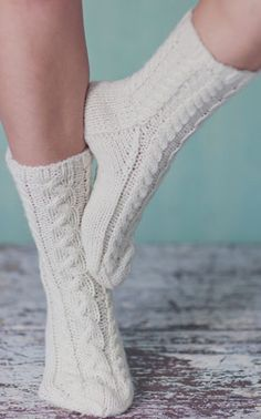 Cosy Socks, Warm Socks, Knitting Projects, Knitting Patterns, Knitting Socks, Knit Socks, Stocking Tights, Knit Fashion, Yarn Colors