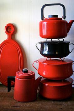 Dansk Dutch Oven Black Kobenstyle Enamel by blueflowervintage Kitchen Queen, 70s Kitchen, Kitchen Art, Vintage Kitchen, Kitchen Tools, Copper Utensils, Kitchen Utensils, Kitchen Gadgets, Enamel Cookware