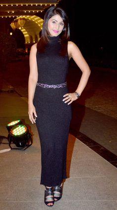 Heena Khan goes black in a shimmery floor length dress. #Fashion #Style #Bollywood #Beauty