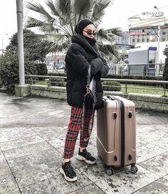 🖤lonerhijabi🖤 Modern Hijab Fashion, Street Hijab Fashion, Hijab Fashion Inspiration, Muslim Fashion, Modest Fashion, Fashion Outfits, Casual Hijab Outfit, Hijab Chic, Casual Winter Outfits