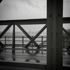 Im Regen auf der Eisenbahnbrücke spazieren. Kann ich. Lucid Dreaming, Utility Pole, Instagram Posts, Travel, Rain, Viajes, Destinations, Traveling, Trips
