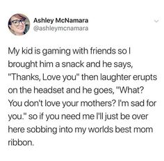He loves his mom Stupid Funny, Funny Cute, Really Funny, Funny Relatable Memes, Funny Jokes, Hilarious, Sweet Stories, Cute Stories, Human Kindness