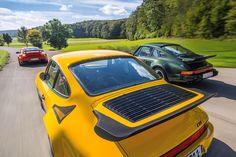 Der Saugmotor stirbt aus? Traurig, sicher. Aber durch die 911-Historie ziehen sich bereits seit den 70ern wilde aufgeladene Varianten als roter Faden – wie der 930 Turbo, der Ruf CTR und der GT2 RS.