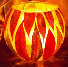 Luminous Leaf Lanterns pretty for fall, thanksgiving table? Autumn Crafts, Fall Crafts For Kids, Nature Crafts, Holiday Crafts, Diy Autumn, Fall Halloween, Halloween Crafts, Creative Crafts, Fun Crafts