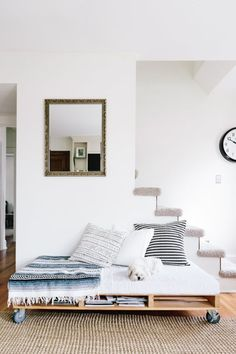 20 rooms that prove you need a daybed in your life //cupofjo_daybed-680x1020