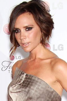 pixie haircut, pixie haircuts, short hairstyle, short hairstyles, short haircuts, short haircut, celebrity haircut, celebrity hairstyles, short bob haircuts, bob haircuts with bangs, Victoria Beckham, Victoria Beckham hairstyles, Long wavy hairstyes, Victoria Beckham fashion, Victoria Beckham Collection