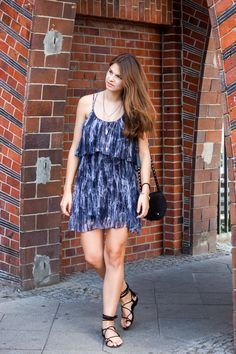 Summer Dress & Lace Up Sandals  #whaelse #fashionblog #modeblog #streetstyle #fashion #inspiration #outfit #laceup #sandals #pepejeans #dress #rebeccaminkoff