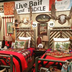 🌟Tante S!fr@ loves this📌🌟Great Bedding Lodge Style Decorating, Decorating Ideas, Lodge Look, Vintage Cabin, Vintage Travel, Cozy Cabin, Cabin Chic, Little Cabin, Diy Home Decor On A Budget