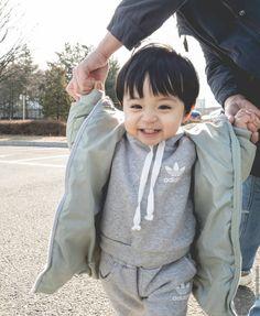 Cute Asian Babies, Cute Funny Babies, Korean Babies, Cute Baby Boy, Cute Little Baby, Little Babies, Cute Babies Photography, Fake Baby, Ulzzang Kids