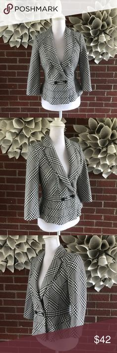 WHBM Plaid Double Breasted career Blazer Jacket !Please see photos for all details and measure! This item comes from a smoke free home!! No rips, tears holes or stains to note!! Fast shipping!! Buy confidently!! THANKYOU for looking!! Happy shopping White House Black Market Jackets & Coats Blazers