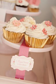 metallic cupcake holders + sugar flowers! so cute and relatively easy! Love the style of the tags, too.