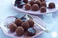 Przepis na trufle czekoladowe - takie domowe pralinki to idealny pomysł na prezent! Dessert Recipes, Desserts, Cake Pops, Cooking Recipes, Pudding, Candy, Cookies, Chocolate, Baking